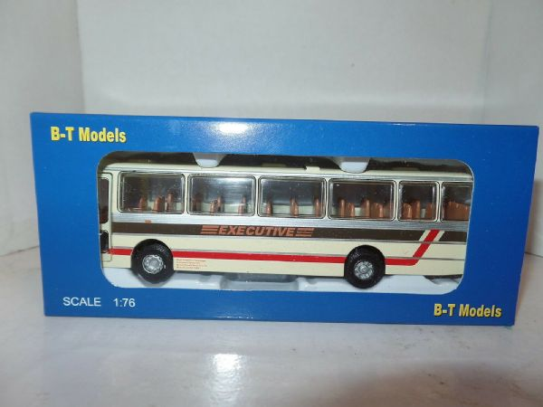 B T Models B019 1/76 Duple Dominant Coach Leyland Leopard West Yorkshire PTE